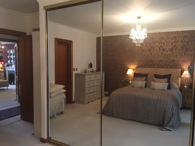 Luxury 2-bed apart in gated dev in Hampton Court - London - Lägenhet