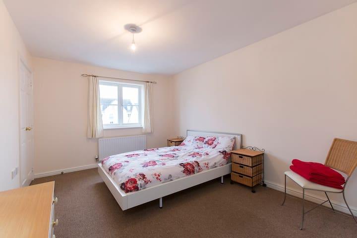 Double Bed  Ensuite  Top Floor  - Cheltenham - Bed & Breakfast