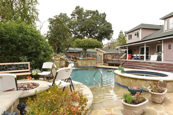 Totally Private Victorian Jewel - Danville - Appartement