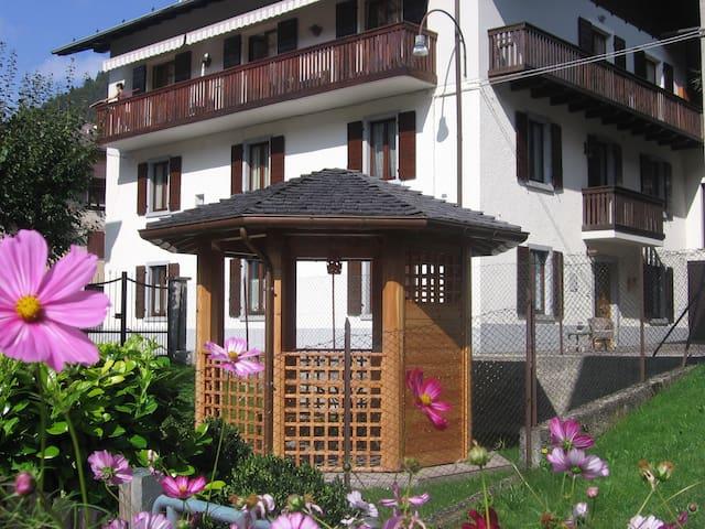 Casa Robi casa elegante con giardino privato - Tiarno di Sotto - Appartement