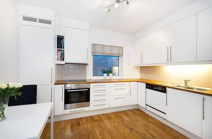 Clean and modern apartment between 2 mountains :) - Bergen - Appartement