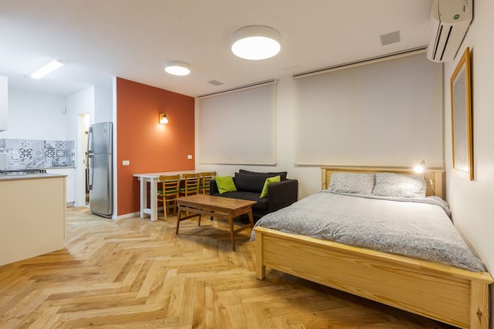Homey and equipped renovated studio - Kefar Sava - Daire