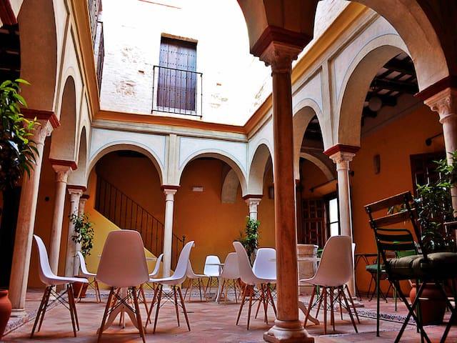 Frenteabastos, una alternativa distinta en Carmona - Carmona - Boetiekhotel