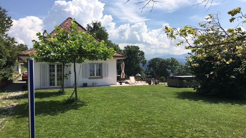 Landhaus mit Top-Aussicht - Alterswil - Huis