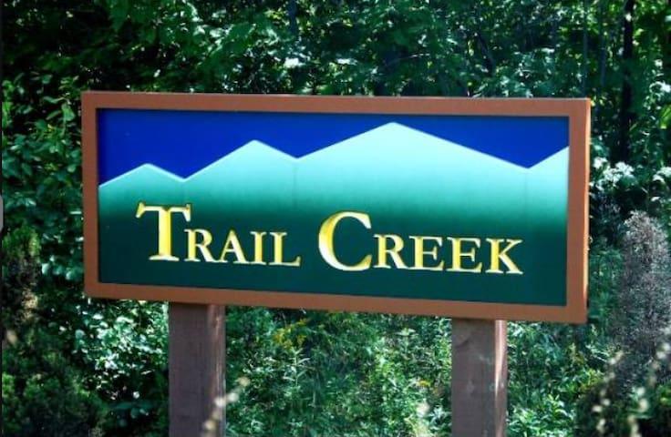 Trail Creek is a short walk to lifts and lodges - Killington - Dortoir