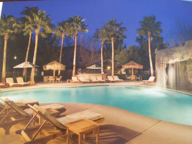 Aussie Vegan, secure gated resort. - Las Vegas - Departamento