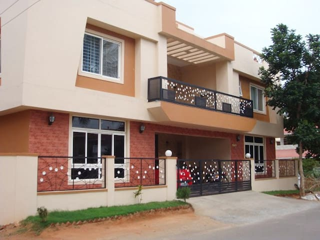 ComfortNest.. Your perfect Home for 5 Guests. - Coimbatore - Bungalow