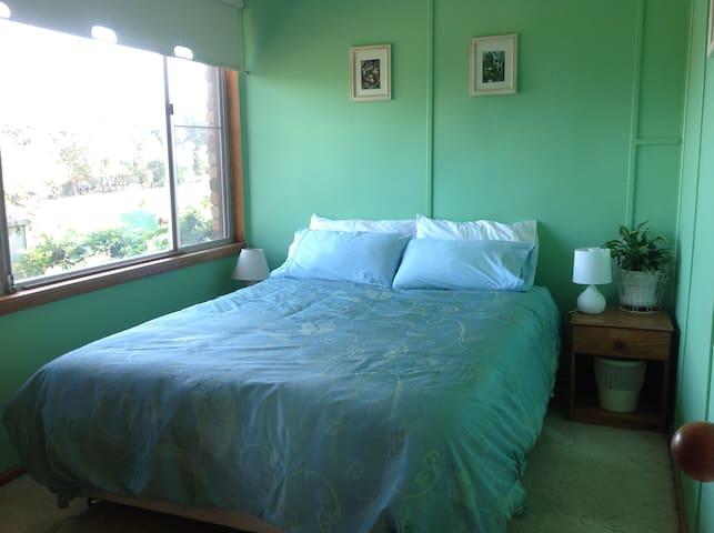 Quiet room, comfortable rural home - Galston - Casa