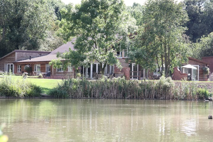 Nuthatch, 2 BR, lakeside apartment - Cutnall Green - Appartement