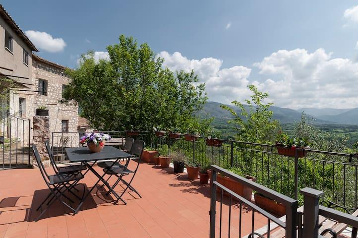 Casa rurale in collina, affacciata sulla valle. - Prossedi - Hus
