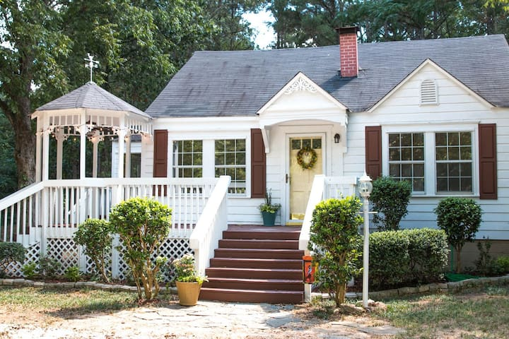 Cozy Country Cottage Surrounded by Woods - Locust Grove