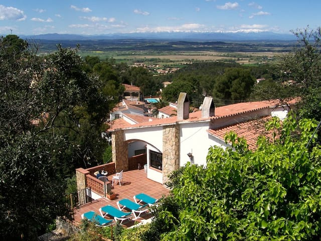 Hilltop Villa with Pool, Jacuzzi & mountain views - Pals - Villa