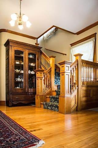 Beautifully Restored Victorian Farmhouse Mansion - Barton - Casa