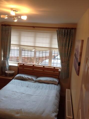 Private quiet ensuite  bedroom - Castleknock - Talo