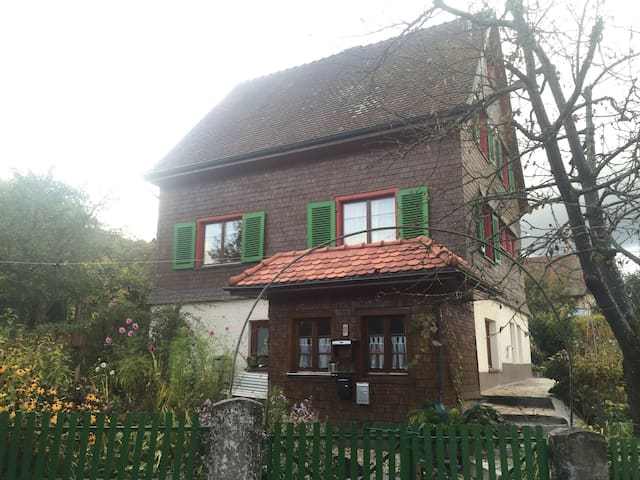 Cosy wooden House with a big garden - Stockach - Hus