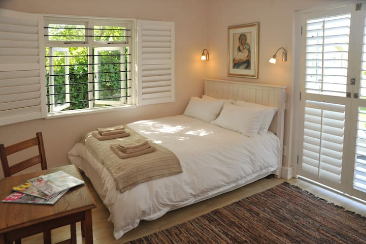 Cosy bright room with private entrance in Voelklip - Hermanus