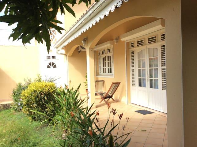 villa indépendante chez l'habitant - Le Robert