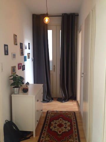 Charmantes Zimmer in zentraler Lage - Hildesheim - Appartement