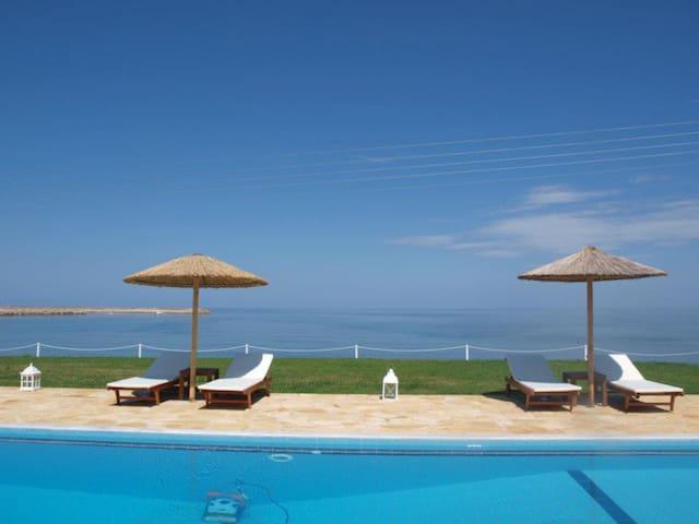 Kyparissia Blue Luxury Rooms&Suites - Kyparissia - Condominium