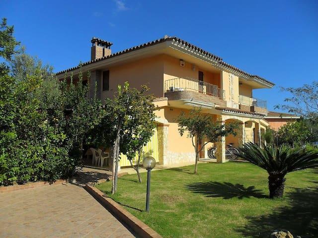Casa vacanze 2/8 posti letto  - Castiadas - Villa