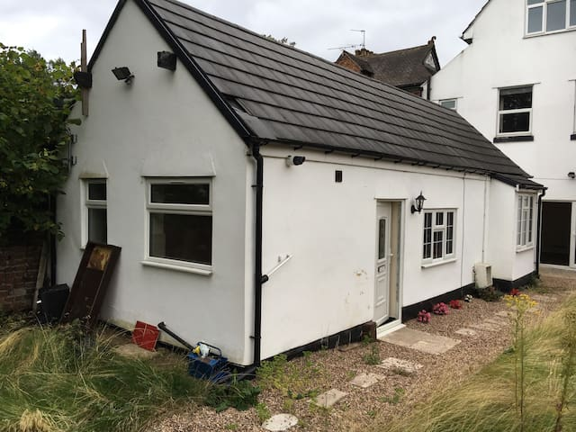 Manor Bungalow - cosy Kingsize Bed* Sleeps up to 4 - Walsall