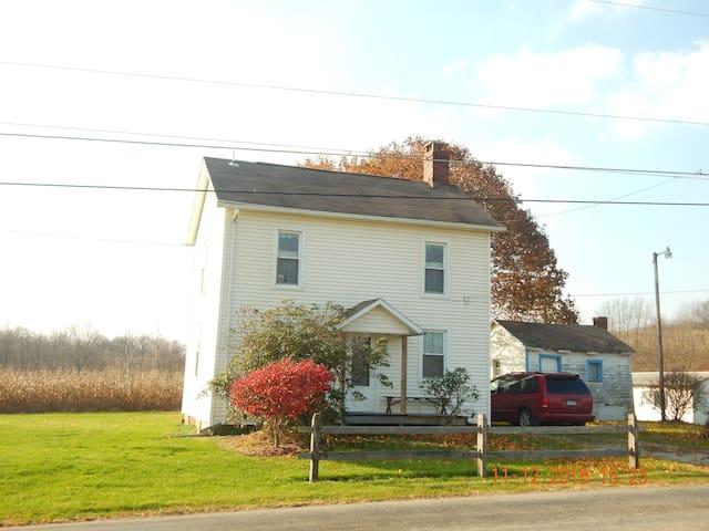 Kathryn's Country Farmhouse - Volant - Dům