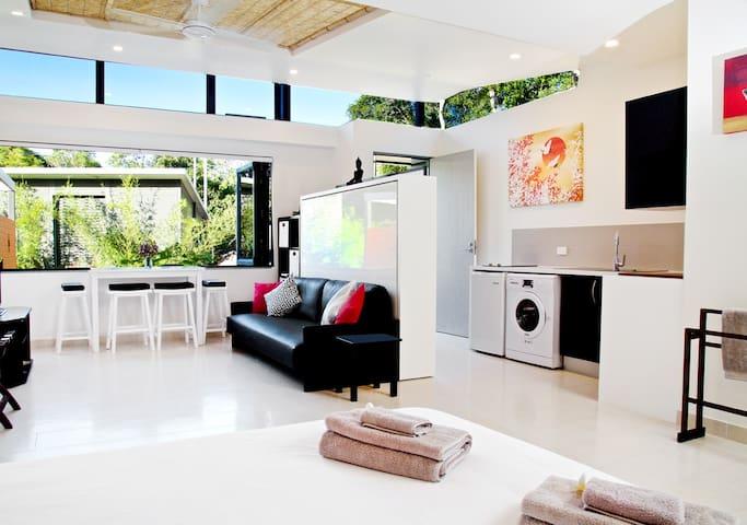 The Zen Garden Suite:  Driftwood Villa Scotts Head - Scotts Head - Appartement