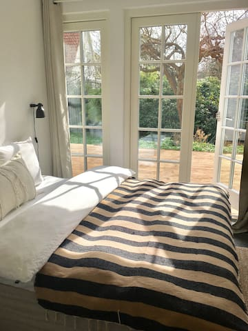 Two lovely rooms close to the city - Holte - Hus