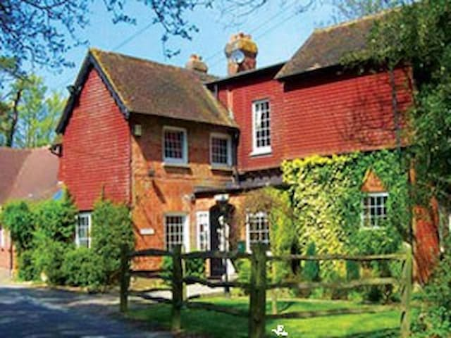 Waterhall Country House - West Sussex - Bed & Breakfast