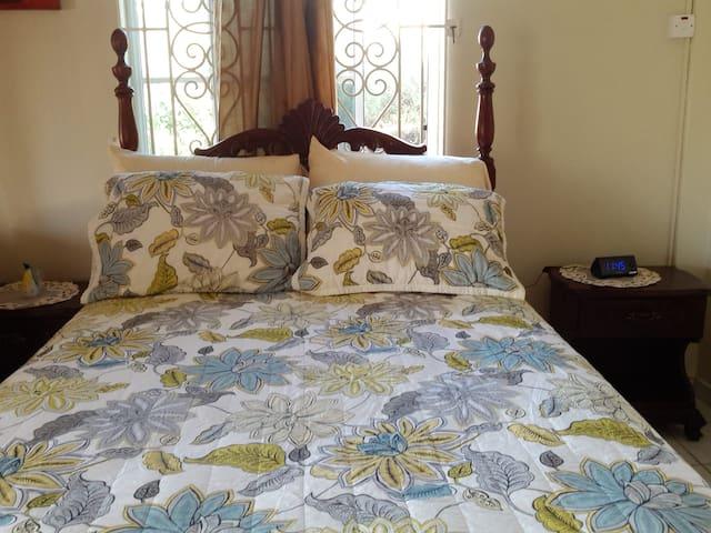 Cozy One Bedroom Apartment Rental Unit One - Priory - Huoneisto