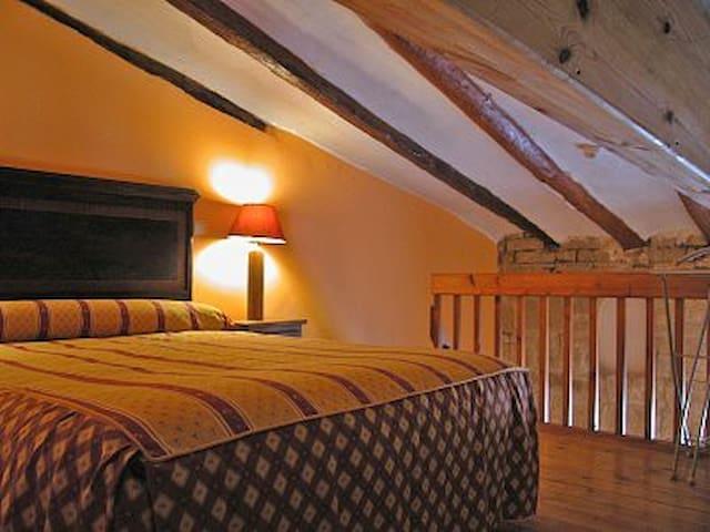 Hotel, bar-restaurante. Hab. 25 - Miranda de Arga - Bed & Breakfast