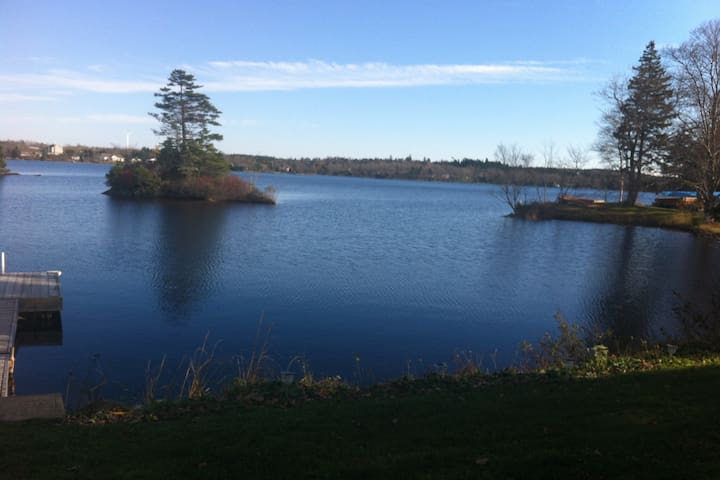 Beautiful Lakefront Bring your boat Private  bdrm - Porters Lake - Appartement