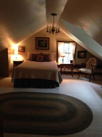 Peace In The Valley- restored log cabin - sleeps 4 - Defiance - Lainnya