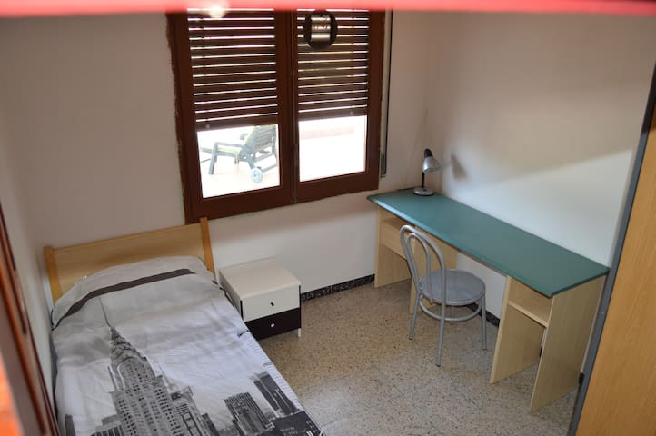 Single room with view terrace in Girona - Gerona - Appartement