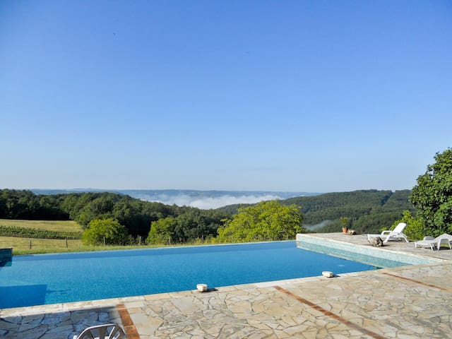 Converted farmhouse w/ pool - Beynac-et-Cazenac - Huis