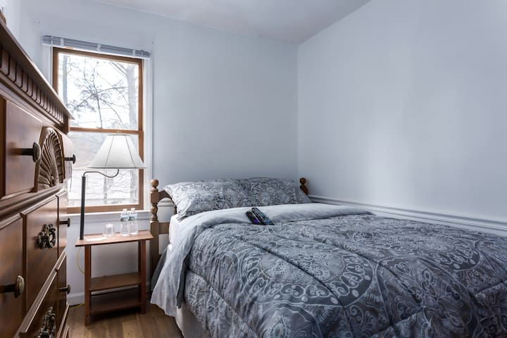 Private Bedroom in a Quiet North Raleigh House - Raleigh - Casa