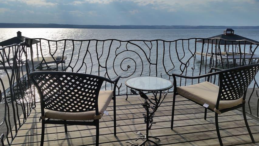 Seneca Lake Escape - Romulus