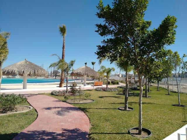 Casa cerca de Aeropuerto con alberca - Ciudad Apodaca - Hus