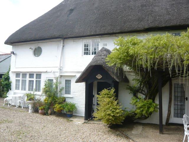 Little Thatch cottage at Burgate Farmhouse - Fordingbridge