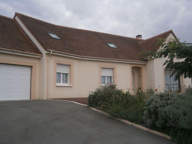 3 chambres  proche Le Mans (42 euros chacune) - Saint-Mars-sous-Ballon