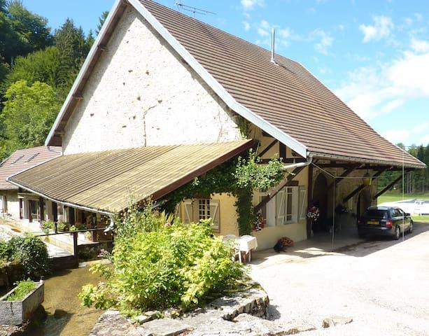 moulin à eau à louer dans le jura - Charcier - Dom