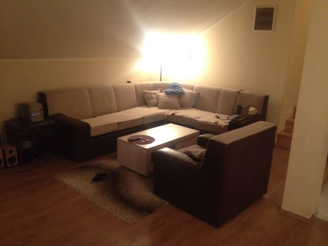 NICE  & CLOSE to AIRPORT and CENTER - Beograd - Hus