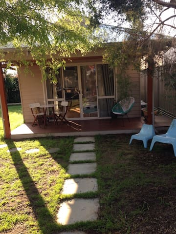 Modern guesthouse in great location - East Victoria Park