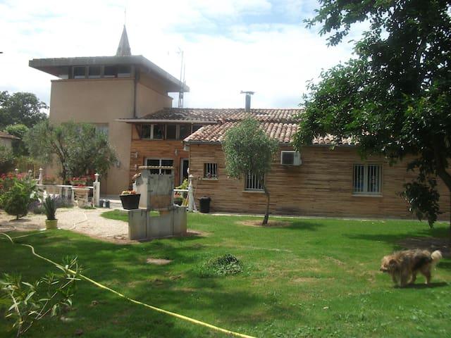 Villa Cloé: Pigeonnier à la campagne - Castelsarrasin - Hus