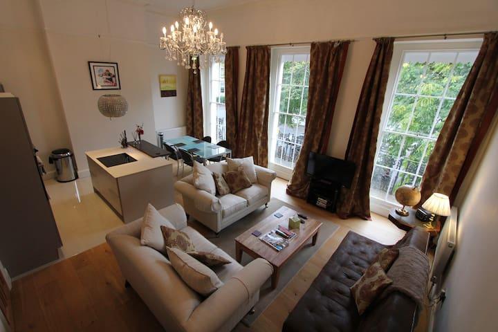 5* luxury elegant regency flat, off road parking - 切爾滕納姆 - 公寓