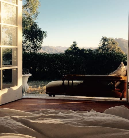Beautiful Romantic Hide Away at White Rose House - Topanga