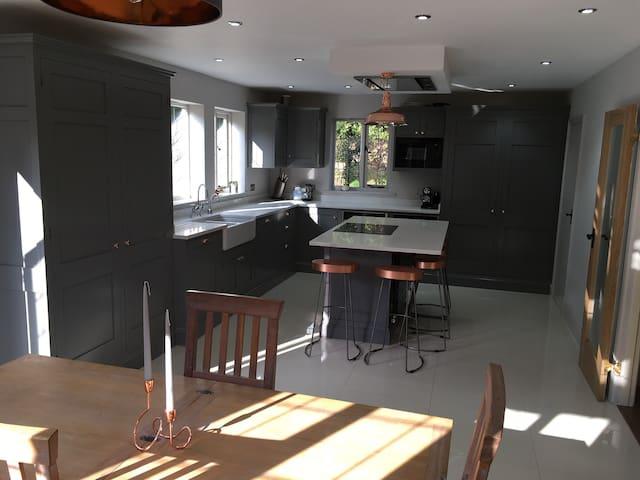 Top floor double bedroom with ensuite in Sevenoaks - Sevenoaks