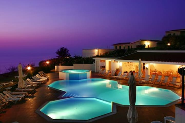 Stunning views over Tropea and out to sea + pool - Sellia Marina - Appartement