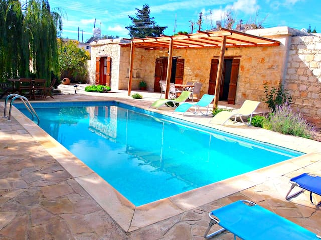 Charming Traditional Cypriot House - Private Pool - Drouseia - Bungalow