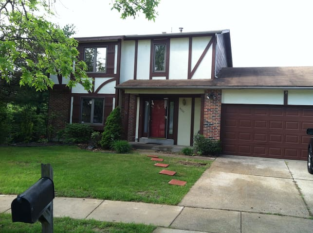 beautiful two floor house in st louis county - Florissant - Ev
